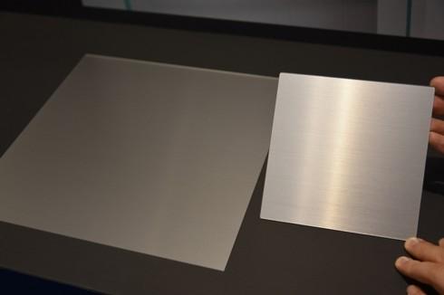 新素材への対応(左:アクリル/右:ガラス)