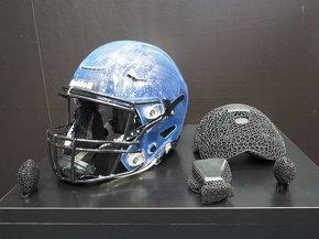 アメリカンフットボール用品メーカーのRiddellとの協業で実現したカスタムヘルメット