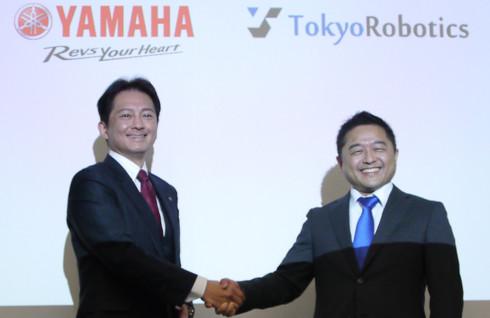 ヤマハ発動機の山田勝基氏と東京ロボティクス代表取締役の坂本義弘氏(クリックで拡大)