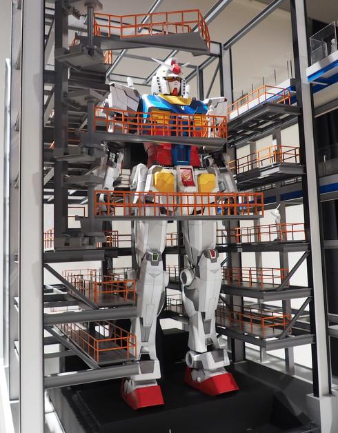 「GUNDAM FACTORY YOKOHAMA」に展示する「動くガンダム」の30分の1サイズ模型[クリックで拡大]出典:創通・サンライズ