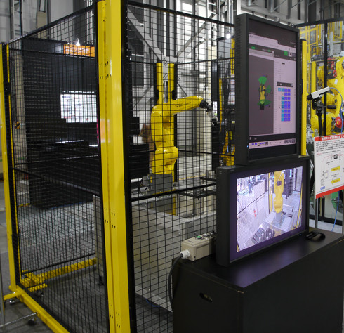 ファナック、日立製作所と共同開発する「産業用ロボットの柵外教示に関する研究展示」(クリックで拡大)