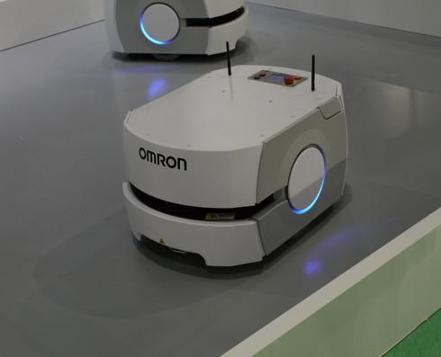 オムロンが実証実験を進める5G対応の自動搬送ロボット(クリックで拡大)