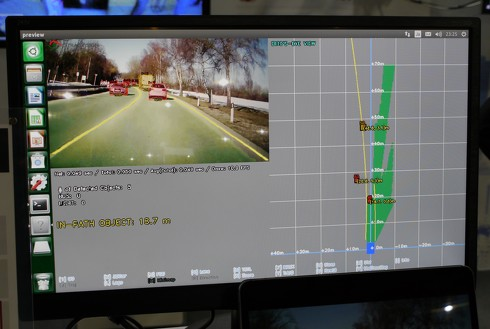 自動運転車向けAI画像処理システムのデモ展示(クリックで拡大)