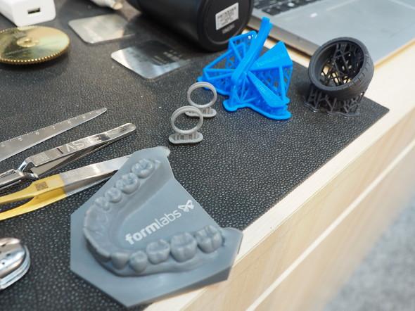 レーザー刻印を施した造形サンプル