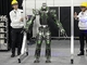 壊れない2足歩行ロボットが進化、ハンコ自動押しロボの実力は?——iREX2019サービスロボットレポート