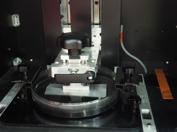 「PartPro120 xP」の造形エリア。レジンタンクは円形になっている