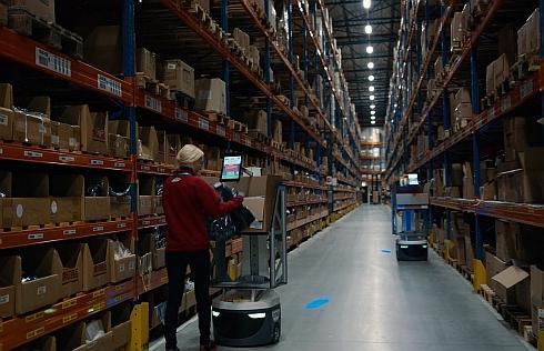 オランダのCEVA Logisticsは「Locus Bots」を採用した