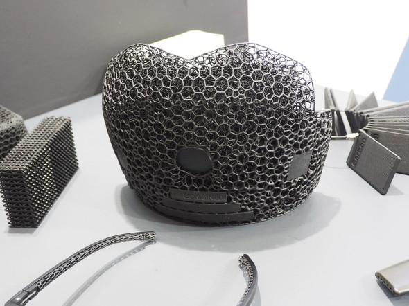 アメフト用カスタムヘルメットの一部