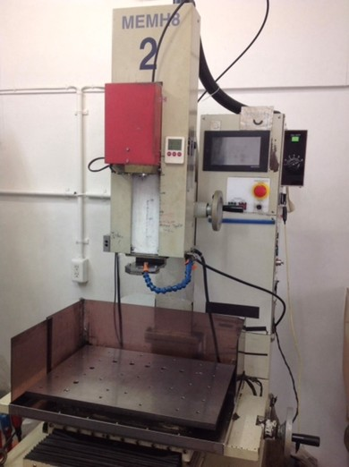 細穴放電加工機のイメージ