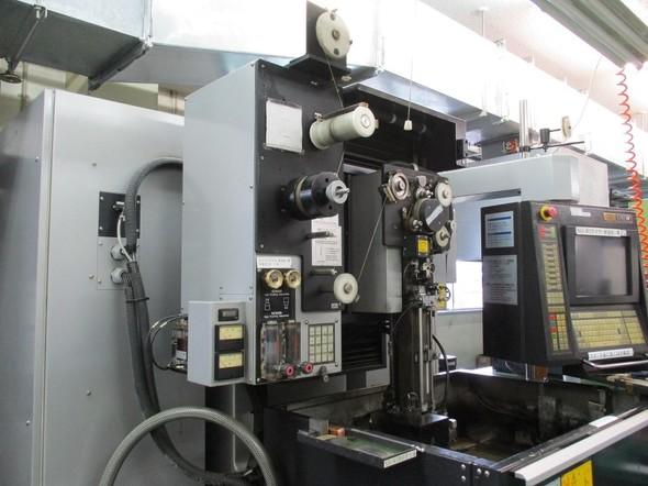 ワイヤ放電加工機のイメージ
