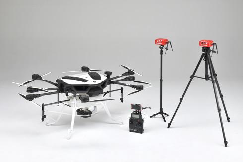 自動飛行可能な農業用ドローン「YMR-08AP」と自動飛行を実現する機材一式[クリックして拡大]出典:ヤマハ発動機