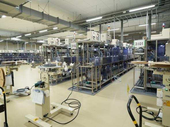 松本工場に設置した多品種少量生産向けのショートライン