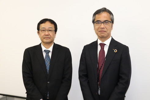 OKIエンジニアリング 取締役 執行役員 EMC事業部長の菊池秀克氏(左)と同社 代表取締役社長執行役員の橋本雅明氏(右)