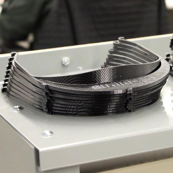 ストラタシスのFDM方式3Dプリンタで造形された医療用フェイスシールドのパーツ