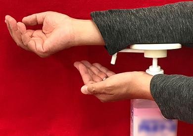プッシュ面が広く、安定して手首や腕で押し込むことができる