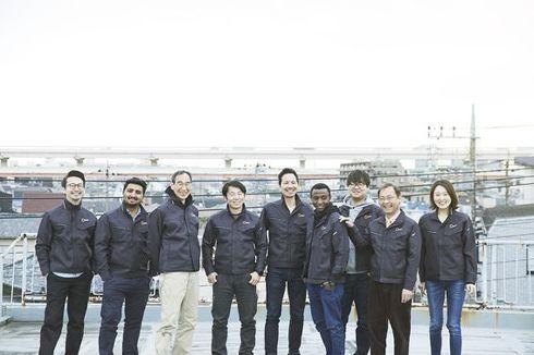 Spiralのメンバー。海外からの技術者を積極的に受け入れている。左から5番目がSpiralのCEO石川知寛氏[クリックして拡大]出典:Spiral