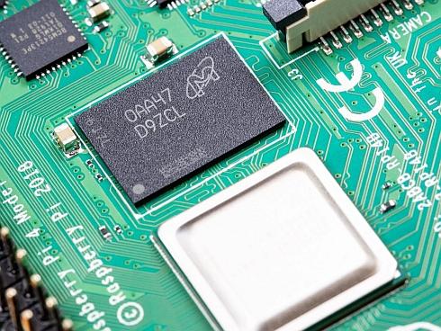 「Raspberry Pi 4 Model B」に搭載されている8GBメモリパッケージ