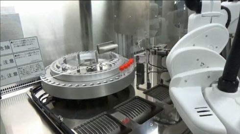 不活化プロセスにおけるロボット活用の様子