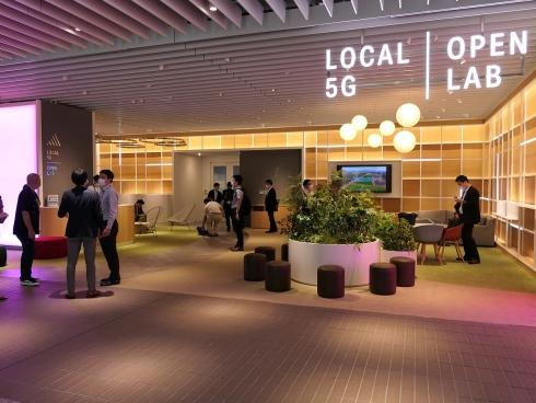 「ローカル5Gオープンラボ」のエントランスとなるオープンスペース