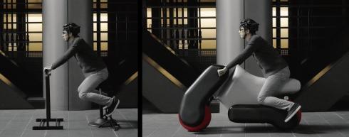 電動バイク型の「poimo」。左のポーズから右のようなバイクを自動設計する