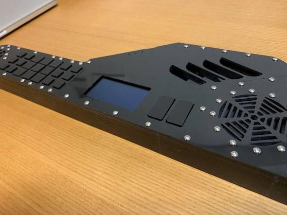 宇田氏が1人で製作した「InstaChord」の試作品第1号
