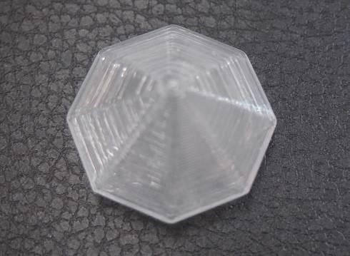 ダウの液状シリコーンゴムで造形したサンプル。穴はどこにもなく、薄肉の膜で完全に閉じられていて、中が空洞になっている