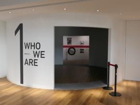 「WHO WE ARE」の展示エリアの入り口