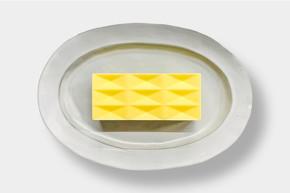 (左)バターケーキの外観
