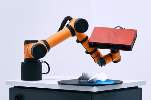 ロボットアームに取り付けられた3Dスキャナー「ATOS Core」