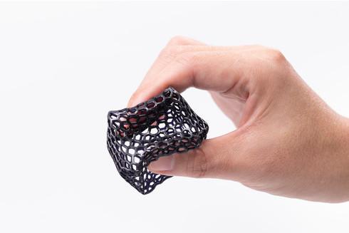 ゴム素材のような柔軟性を備える「ProFlexDL Resin」