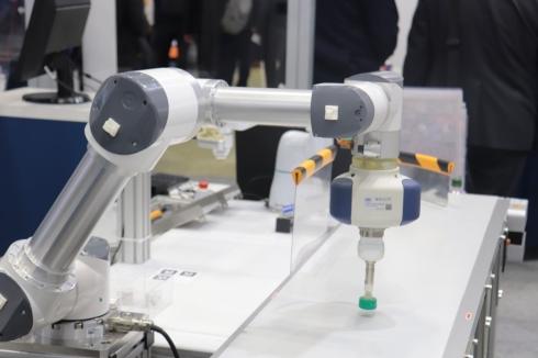 アームロボットによるピック&プレース作業