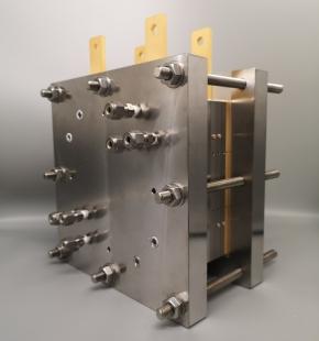 東芝が開発したP2C電解セルスタック