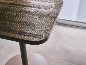 有松絞りの凹凸を転写したテーブル