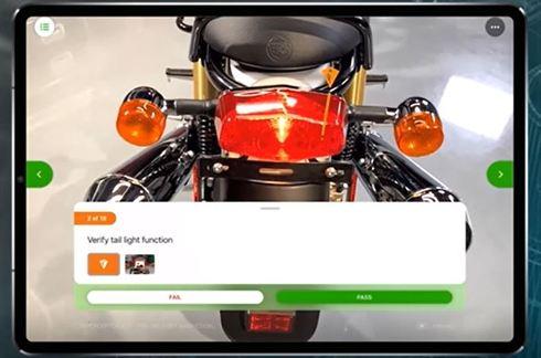 ARソリューションの新製品「Vuforia Instruct」の利用イメージ