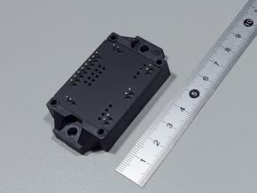 富士通ゼネラルエレクトロニクスが開発した小型GaNモジュールの外観