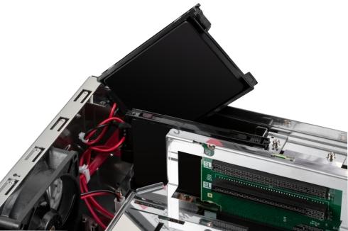 SSDをネジレスで簡単に取り外し交換できる