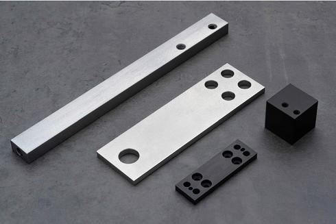 「ミガキ材フラットバー」を用いて製作した部品例