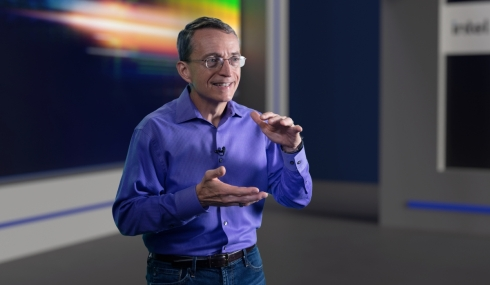 「Intel Accelerated」に登壇したインテル CEOのパット・ゲルシンガー氏