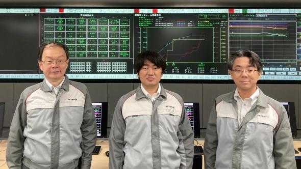 左から、日立の中野利彦氏、山口耕平氏、山田勉氏