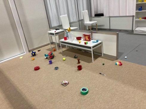 アリーナBの散らかった部屋の状態