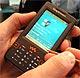 写真で見る、4Gバイトウォークマン携帯「W950」