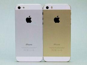 6fc2d8bb23 それぞれ左がiPhone 5、右がiPhone 5s。5sは前面と背面の上下がホワイトなので、前から見たときの印象は5のホワイト&シルバーと同じだ