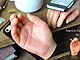 一人クリスマスも怖くない 女性の手を備えるiPhone 5s/5専用カバー