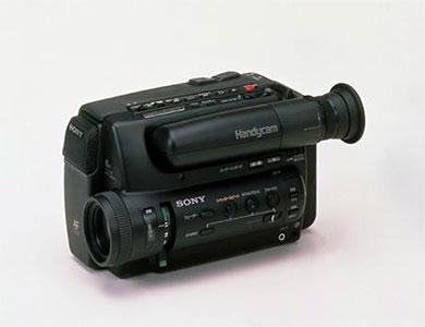 """カメラ付きケータイ「J-SH04」が未来技術遺産に登録――マビカ試作機や写ルンです、""""パスポートサイズ""""も"""
