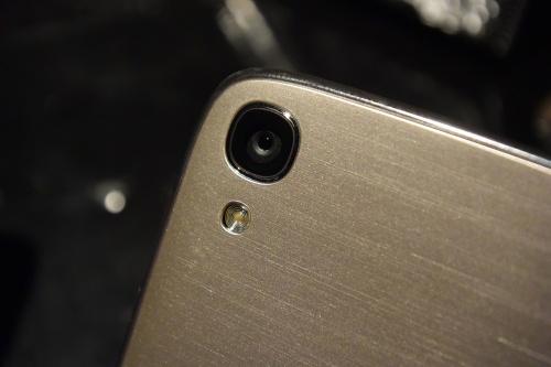 アウトカメラは1300万画素