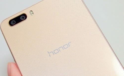 独自のカメラ機能を搭載する「honor6 Plus」