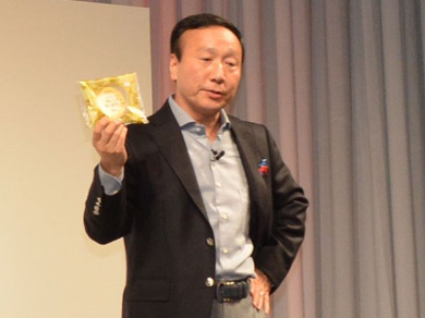 ローソンがギフトコ利用者に用意する30万個のプレミアムロールケーキ。「太っ腹でしょ?」と加藤社長