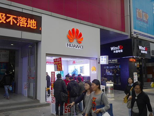 Huaweiは実店舗も増やしている