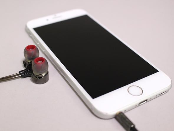 iPhoneとイヤフォン
