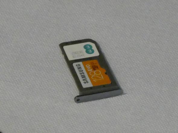 SIM/microSDトレイ